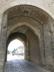 Portes de Sens et de Joigny - English: Entrance of the porte de Joigny in Villeneuve-sur-Yonne (Yonne, France).