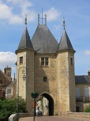 Portes de Sens et de Joigny - English: Exterior view of the porte de Joigny in Villeneuve-sur-Yonne (Yonne, France).