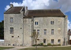 Ancien château Saint-Aubin - Français:   Château Saint-Aubin, Crépy-en-Valois.