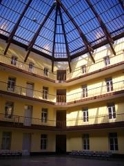 Familistère Godin - Familistère de Guise (Aisne, France): pavillon central du palais social, cour