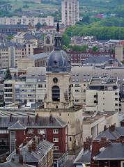 Beffroi - Deutsch: Blick von der Kathedrale Unserer Lieben Frau auf den Belfried, Amiens, Département Somme, Region Oberfrankreich (ehemals Picardie), Frankreich