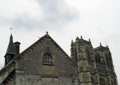 Ancienne abbaye -  Corbie (Somme, France) - Collège privé Ste-Colette et Abbatiale (Eglise St-Pierre).   .