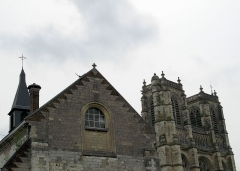 Eglise Saint-Pierre (ancienne abbatiale) -  Corbie (Somme, France) - Collège privé Ste-Colette et Abbatiale (Eglise St-Pierre).   .