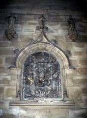 Eglise Saint-Sépulcre -  Montdidier (Somme, France) -  «Tableau» des litanies de la Vierge, dans l'église du Saint-Sépulcre.   (Cette photo est déposée provisoirement ... La lumière du flash utilisé a écrasé les reliefs. La photo devra être refaite!)
