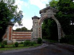 Château -  Ribeaucourt (Somme, France).   L'entrée du château.