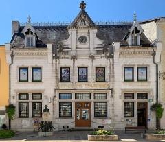 Hôtel des Ducs de Savoie - French Wikimedian, software engineer, science writer, sportswriter, correspondent and radio personality