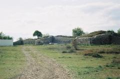Oppidum de Jastres-Nord -  Vue d'une partie de la muraille de l'oppidum de Jastres-nord (commune de Lussas, Ardèche, France). Ier siècle avant J.-C.