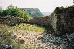 Oppidum de Jastres-Nord -  Vue de la porte principale de l'oppidum de Jastres-nord (commune de Lussas, Ardèche, France). Ier siècle avant J.-C.