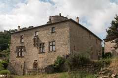 Maison -  The castle is a fortified house built around a dungeon.