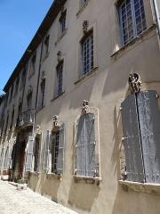 Hôtel de Fontanes dit de Beaulieu - Français:   Viviers - Hôtel de Fontanès ou de Beaulieu - Façade sur la Grande rue