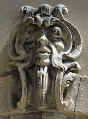 Hôtel de Fontanes dit de Beaulieu - Français:   Viviers - Hôtel de Fontanès ou de Beaulieu - Agrafe