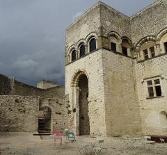 Château des Adhémar ou des Papes - Français:   Photo prise un soir d\'orage