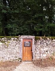 Domaine Paul Claudel - Français:   Entrée du Château de Brangues (côté tombe de Claudel)