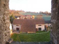 Château de Montagnieu - Français:   Chapelle (ancienne grange) de Montagnieu vue depuis la maison forte.