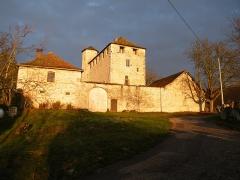 Château de Montagnieu - Français:   Maison forte de Montagnieu vue de l\'est.