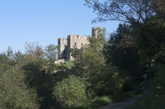 Tour - English:  Essalois Castle, seen from the path of redoubt.