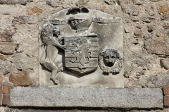 Tour - English:  On the west facade, the coast of arms of Hippolyte de Sauzéat, last private owner of the castle.