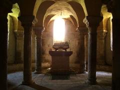 Prieuré - Français:   La crypte de l\'église de Champdieu (Loire).