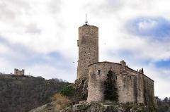 Château de Grangent (restes) - English: The Château de Grangent castle in the Saint-Étienne – Gorges de la Loire Nature Reserve in France.