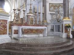 Eglise Saint-Bruno-les-Chartreux - Cet autel est au centre de l'église Saint Bruno des Chartreux à lyon