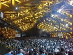 Ancien marché aux bestiaux des abattoirs de la Mouche, actuellement salle des fêtes et salle de concert dite halle Tony Garnier - Français:   Vue de l\'intérieur de la halle Tony Garnier, avant le concert de System of a Down, le 14 avril 2015.