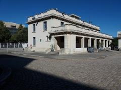 Ancien marché aux bestiaux des abattoirs de la Mouche, actuellement salle des fêtes et salle de concert dite halle Tony Garnier - Français:   Bâtiment annexe nord ouest.