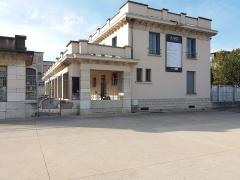 Ancien marché aux bestiaux des abattoirs de la Mouche, actuellement salle des fêtes et salle de concert dite halle Tony Garnier - Français:   Bâtiment au nord-ouest.