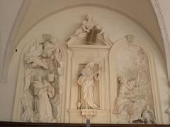 Palais Saint-Pierre ou ancienne abbaye des Dames de Saint-Pierre - Saint-Benoît dans la grotte, Sainte-Marie-Madeleine,Saint-Jean à Patmos. Sculptures du réfectoire du Palais Saint-Pierre de Lyon (69).