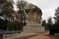 Parc de la Tête-d'Or - English: WWI Memorial on the Île du Souvenir in the Parc de la Tête d'Or in Lyon. Erected in the 1920s.