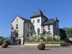 Hôtel de ville (ancien château des Marquis d'Aix) - English: Sight, in the morning, of Aix-les-Bains town hall, in Savoie, France.