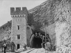 Tunnel de Brison - Français:   l\'élargissement du tunnel de Brison en 1901 pour la construction de la deuxième voie et construction de la tour Sud.