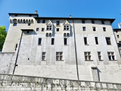 Château des Ducs de Savoie - English: Sight, in the morning, of the great fortified facade of Chambéry castle (Savoie, France), giving on the historical center.