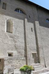 Cathédrale Saint-Pierre de Moûtiers - Français:   Façade de la cathédrale Saint-Pierre de Moûtiers depuis la cour intérieur.
