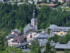 Eglise Saint-Gervais Saint-Protais - English: Sight, from the Tramway du Mont-Blanc (TMB) touristic rack railway, of Saint-Gervais-et-Saint-Protais church in Saint-Gervais-les-Bains, Haute-Savoie, France.