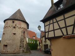 Ancienne enceinte fortifiée urbaine - Français:   Tour des Bourgeois