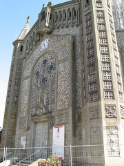 Eglise Saint-Julien - This building is indexed in the Base Mérimée, a database of architectural heritage maintained by the French Ministry of Culture,under the reference PA00125312 .