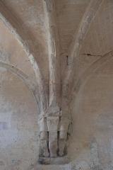 Ancienne chartreuse de Lugny - Deutsch: Chapelle de la Courroirie der ehehmaligen Kartause von Lugny in Leuglay im Département Côte-d'Or (Burgund/Frankreich), Ansatz der Gewölberippen