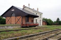 Ligne à voie ferrée métrique le Blanc-Argent (ou B.A.) sur le tronçon Luçay-le-Malé-Argy - Français:   Ancienne gare du chemin de fer du Blanc Argent. Fermée, puis restaurée pour une utilisation par le Train du Bas-Berry qui exploite un chemin de fer touristique et historique sur la section de la ligne du BA, de Luçay-le-Mâle à Argy.