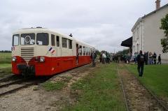 Ligne à voie ferrée métrique le Blanc-Argent (ou B.A.) sur le tronçon Luçay-le-Malé-Argy - Français:   Gare d\'Argy lors de l\'inauguration de la gare rénovée le 19 juin 2010, en présence de l\'autorail Verney du chemin de fer touristique et historique Train du Bas-Berry.