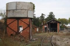 Gare - Deutsch: Wasserturm und Lokschuppen in Valençay