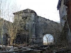 Fonderie du Val d'Osne - Français:   Démolition de l\'ancienne fonderie d\'art du Val d\'Osne (Haute-Marne). Ancien haut fourneau (à gauche)