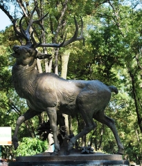 Fonderie du Val d'Osne - English: A statue of a deer in a fountain at Los Venados Park in Benito Juarez borough of Mexico City
