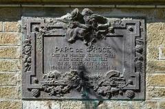 Fonderie du Val d'Osne - Français:   Plaque commémorative du parc de Procé sculpté en 1913 par Sébastien Goguet de Boishéraud (1847-1927) - Nantes