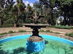 Fonderie du Val d'Osne - English: Fountain of a children with a swan (L'enfant au cygne) by Coalbrookdale Foundry, XIX century. Parque Lira Park, Mexico City, Mexico.