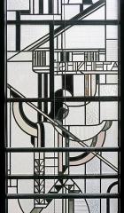 Immeuble -  Détail (Athena) de vitrail de façade de l'atelier Louis Barillet, vu de l'intérieur
