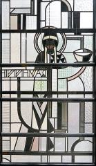 Immeuble -  Détail (Ravenne - lisible à l'envers) de vitrail de façade de l'atelier Louis Barillet vu de l'intérieur