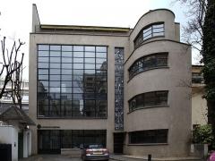 Immeuble - Français:   Maison et atelier du maître-verrier Barillet, 15 square Vergennes, Paris XVe, construit par Robert Mallet-Stevens (1886-1945). Musée Mendjisky-Ecoles de Paris entre avril 2014 et janvier 2017.