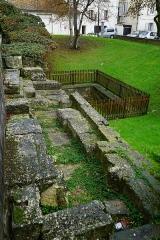 Haras national - Français:   une vue du rempart gallo-romain de Mediolanum.