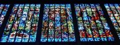 Basilique Notre-Dame de la Trinité - Deutsch: Buntglasfenster in der Basilika Unserer Lieben Frau der Dreifaltigkeit, Blois, Département Loir-et-Cher, Region Zentrum-Loiretal, Frankreich