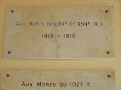 Monument aux morts des Armées de Champagne et ossuaire de Navarin (également sur commune de Sainte-Marie-à-Py) -  Plaque aux morts du 94 et 294 RI à Navarin - Souain
